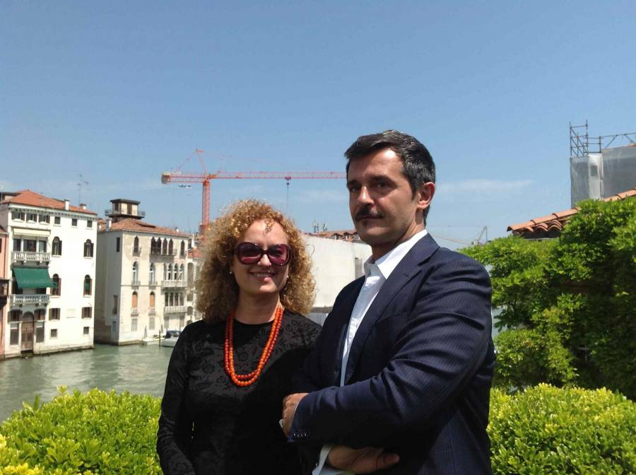 Carolyn Christov-Bakargiev e Luca Massimo Barbero a Venezia. Foto cortesia Alessia Boro