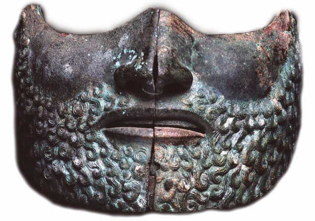 Visiera di elmo etrusco con volto barbato (V sec a.C.)
