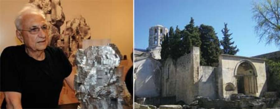 Frank Gehry alla presentazione del Luma/Parc des Ateliers nel 2010: il progetto comprometterebbe la vista dell'antica chiesa di Saint-Honorat e pregiudicherebbe le sepolture gallo-romane presenti nell'area