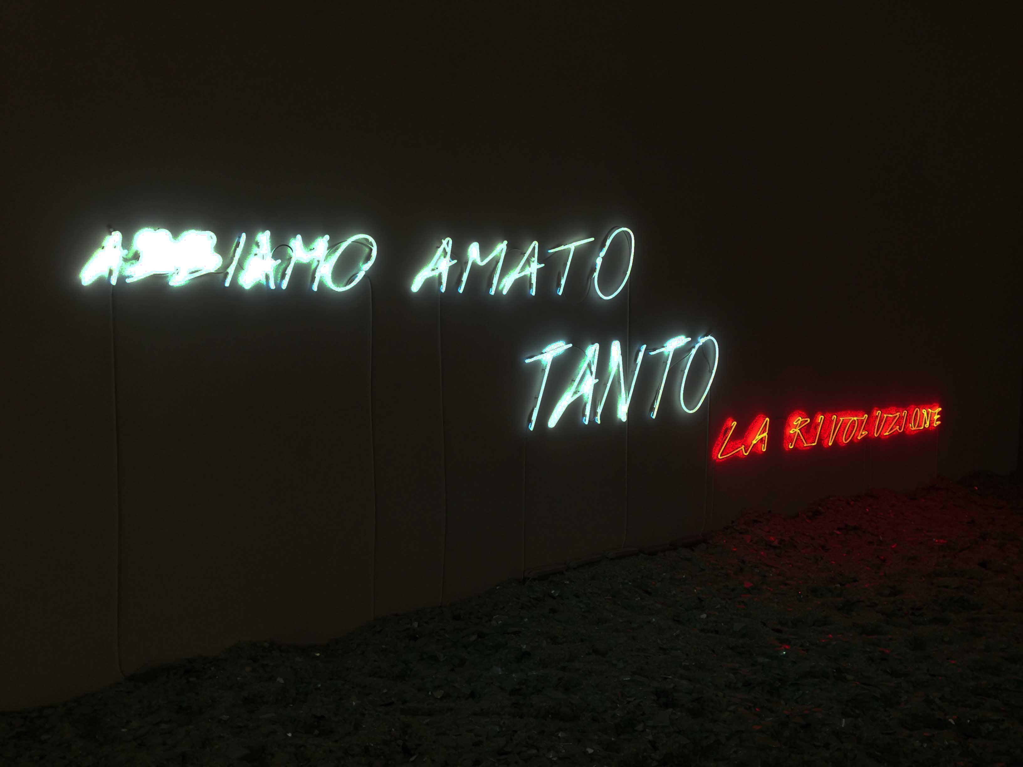 Un'opera Alfredo Jaar nella mostra dedicatagli dalla Fondazione Merz