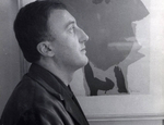 Enrico Baj con il suo ritratto realizzato da Asger Jorn nel 1954
